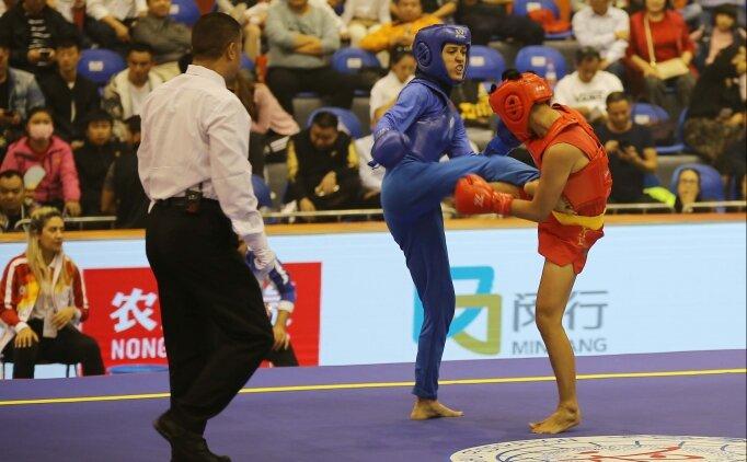 Milli wushucu Zeynep Alipaşaoğlu, başarılarıyla gurur duyuyor
