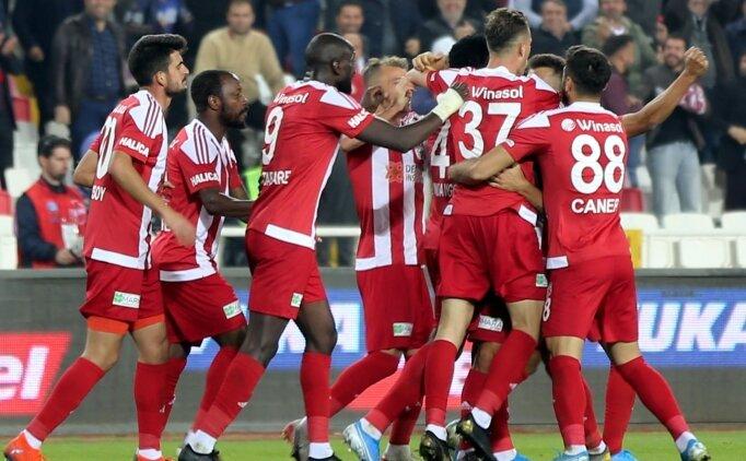 Sivasspor harika gollerle kazandı ve liderliğe yükseldi