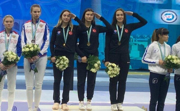 Genç Kızlar Kılıç Milli Takımı, Özbekistan'daki Dünya Kupası'nda altın madalya aldı
