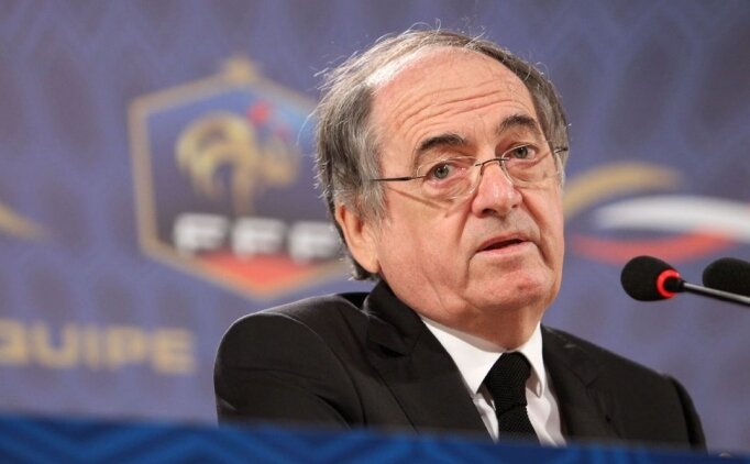 Fransa'da ırkçı tezahüratlarda maç duracak!
