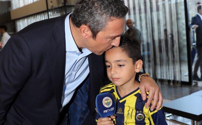 Fenerbahçeli minik taraftar, harçlıklarını Ali Koç'a verdi