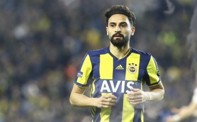 Mehmet Ekici son gün reddetti, Fenerbahçe'de kaldı!