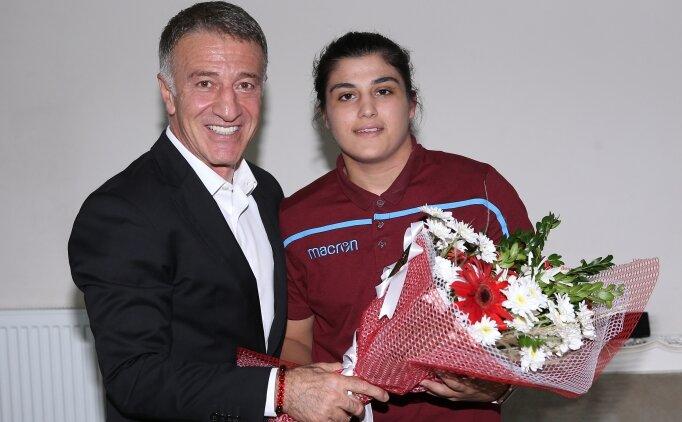 Ağaoğlu'ndan dünya şampiyonu boksöre ziyaret