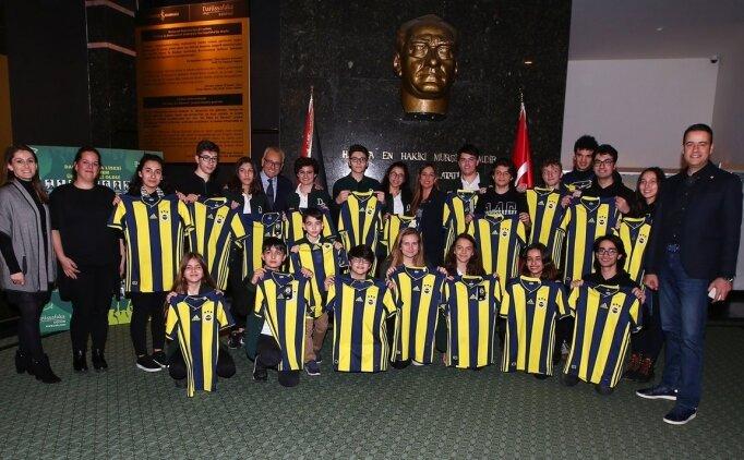 Fenerbahçe, kız çocuklarına futbol öğretecek