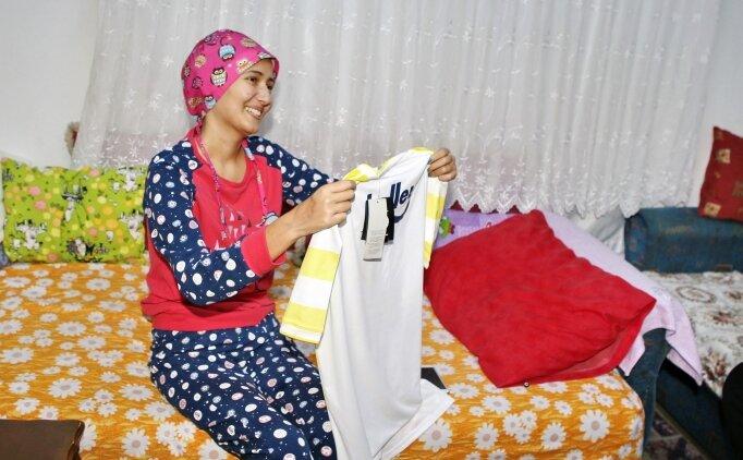 Fenerbahçeli futbolcular kanser hastası İrem'i sevindirdi