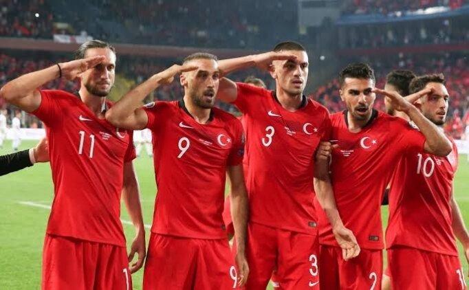 UEFA'ya inat asker selamı!