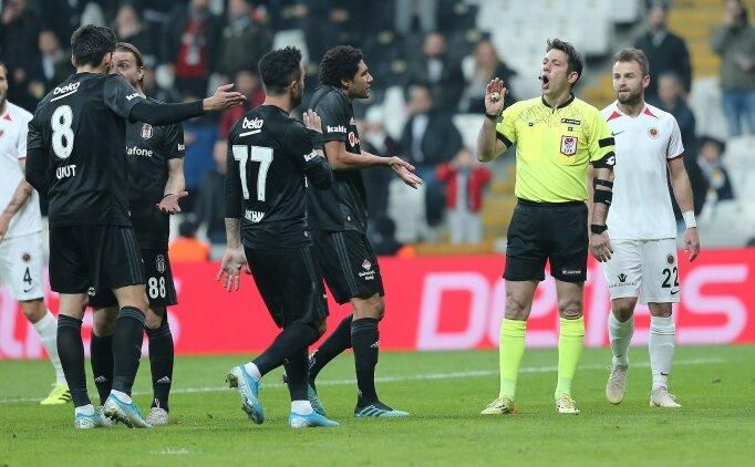 Beşiktaş taraftarından iki kırmızı sonrası Aydınus'a tepki