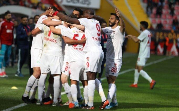 Sivasspor 4 golle kazandı, ligin zirvesine oturdu!