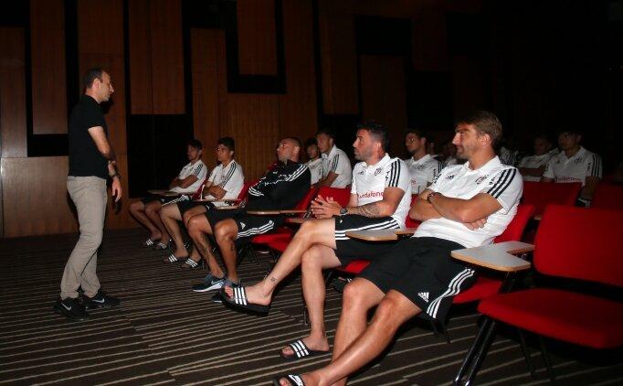 Beşiktaşlı futbolculara futbolun yeni kuralları öğretildi