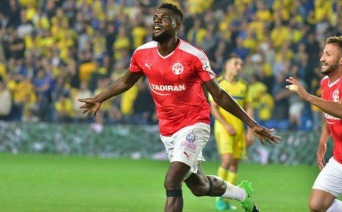 Onazi Trabzonspor'un transferini duyurdu