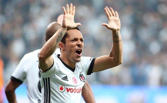 Beşiktaş'ta ilk yolcu Adriano!