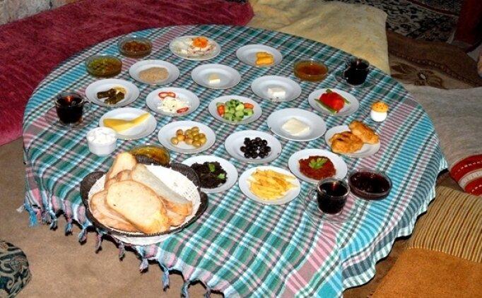 Oruçta susatmayan yiyecekler nelerdir? Ramazan'da susuzluğu giderecek içecekler neler?
