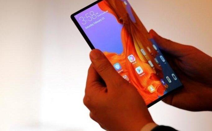 Huawei, katlanabilir akıllı telefonu Mate X'i tanıttı