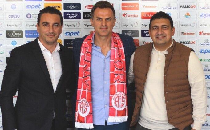 Antalyaspor yeni hocası ile imzaladı