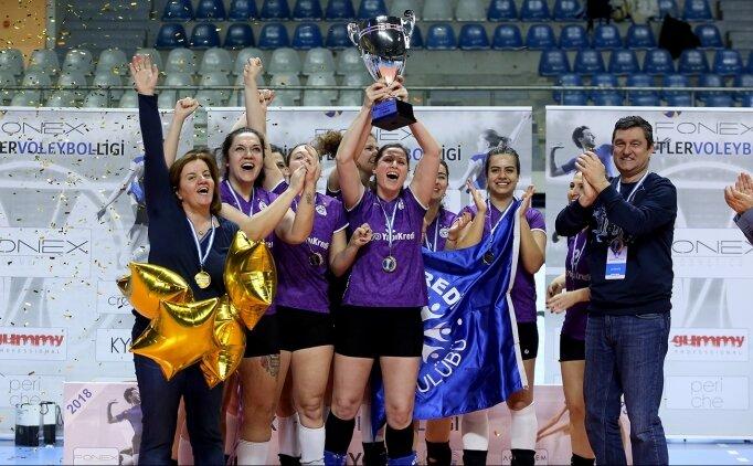 Fonex Voleybol Ligi'nde şampiyonlar: Yapı Kredi ve Türk Telekom