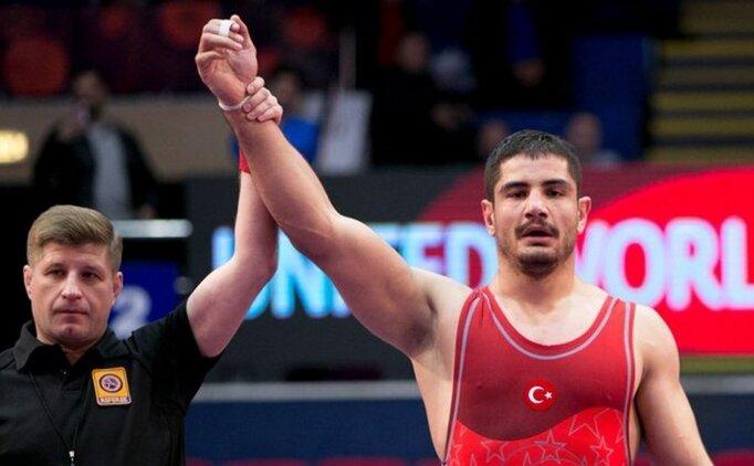 Taha Akgül, Dünya Şampiyonası'nda finale yükseldi!