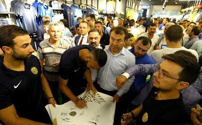 Ankaragücü'nün lisanslı ürün mağazası açıldı