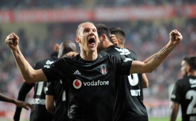 Beşiktaş'tan Vida kararı; 'Ya maaşını indir ya da seni gönderelim'