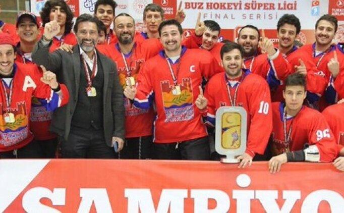 Buz hokeyinde şampiyon Zeytinburnu Belediyespor