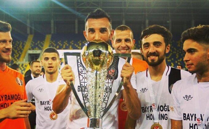 Yalçın Ayhan futbolu bıraktığını açıkladı