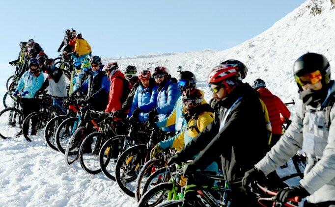 Palandöken'de 'karda bisiklet' heyecanı
