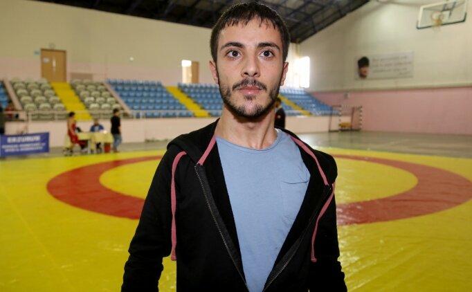 19 yıl sonra desteksiz yürüyen Furkan, güreş hakemi oldu