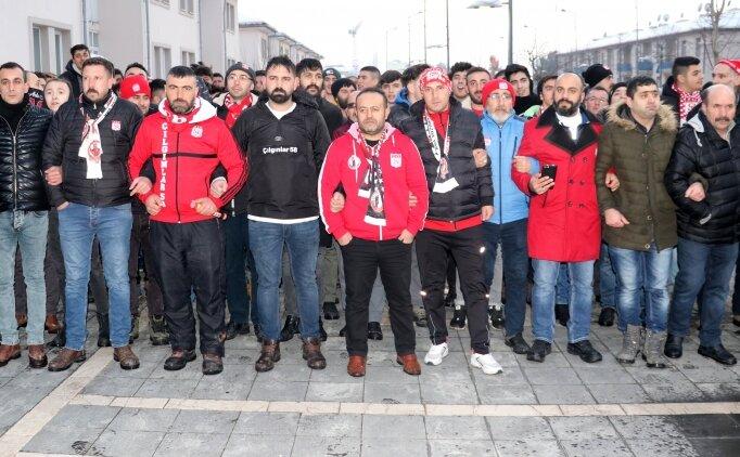 Sivassporlu taraftarlar, hakem kararlarına tepki için yürüdü