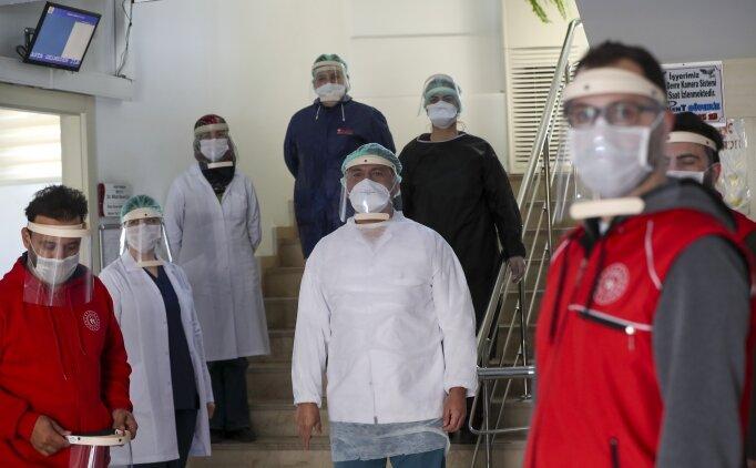 Gençlik Merkezleri'nde 'koruyucu maske' üretimi devam ediyor