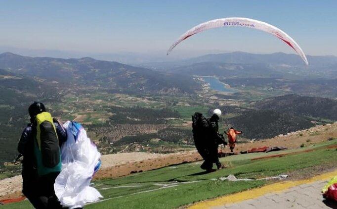 Yamaç paraşütüyle Denizli'den Eskişehir'e 'rekor' uçuş