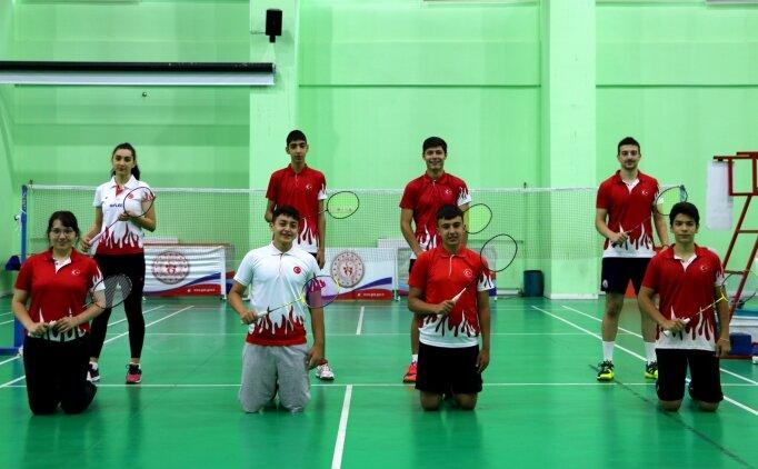 Milli badmintoncular, çalışmalarını Ankara'da sürdürüyor