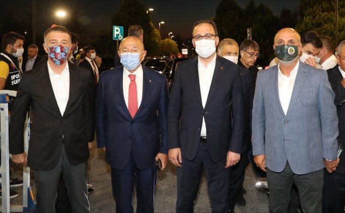 Bakan Kasapoğlu, kupa finalinde kulüp başkanlarıyla bir araya geldi