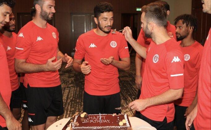 Antalyaspor'da Nuri Şahin'e doğum günü kutlaması