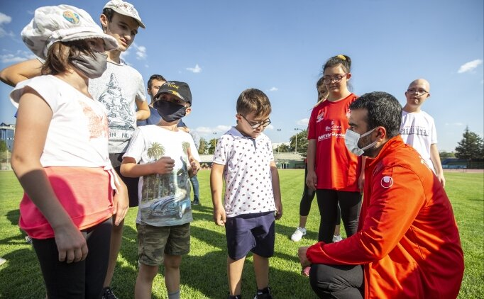 AK Parti Ankara İl Başkanı Hakan Han Özcan, engelli sporculara ziyaret etti