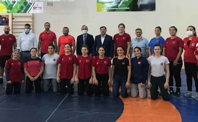 Kadın güreşçiler, Edirne'de kamp yapıyor