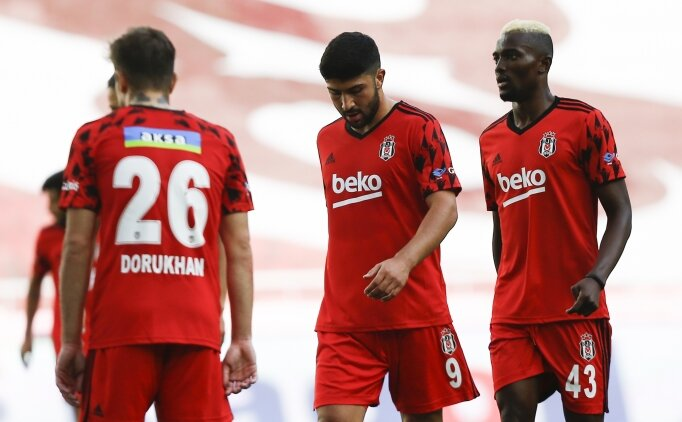 Beşiktaş'ta kötü gidişatın faturası kulübeye kesildi