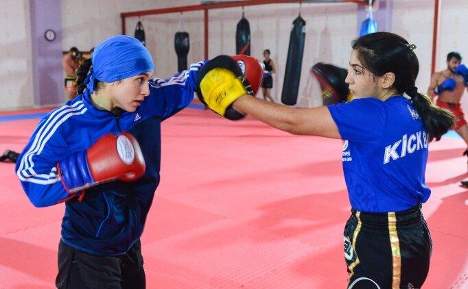 Tuncelili kick boksçular milli sporcu olmak için ringlerde ter döküyor