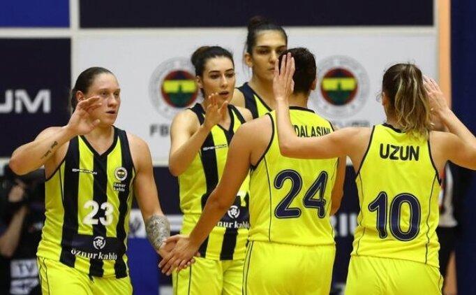 Fenerbahçe Polonya'da farka koştu