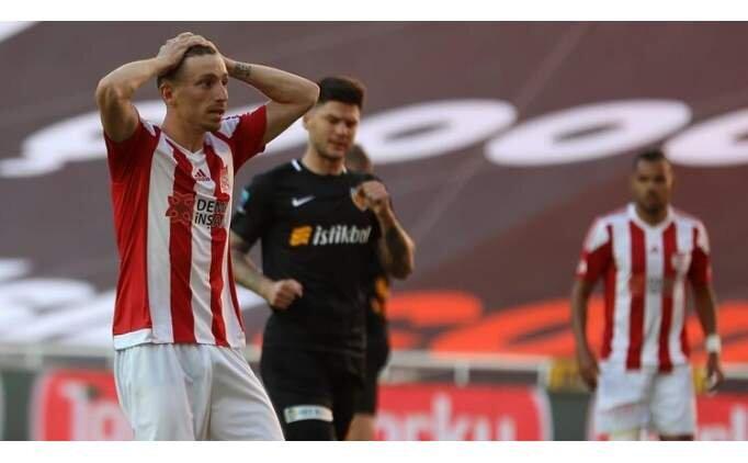 Galatasaray ile Fenerbahçe'nin transferi için kapıştığı Mert Hakan Yandaş'a şok!
