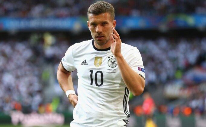 Antalyaspor, Podolski'ye 1.5 yıllık imza attırıyor