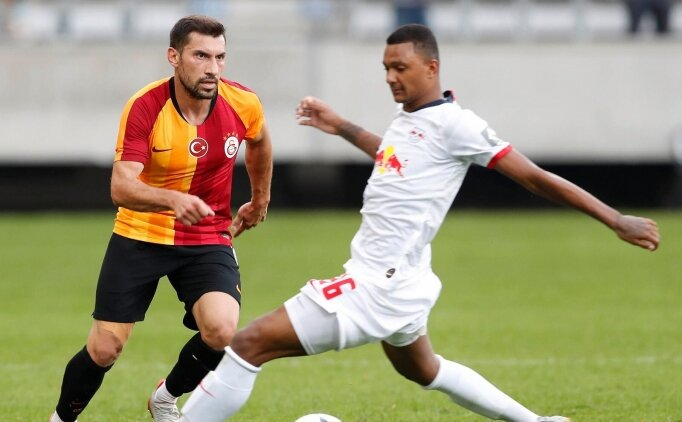 Galatasaray'da Şener Özbayraklı'ya izin verildi! Gidiyor...