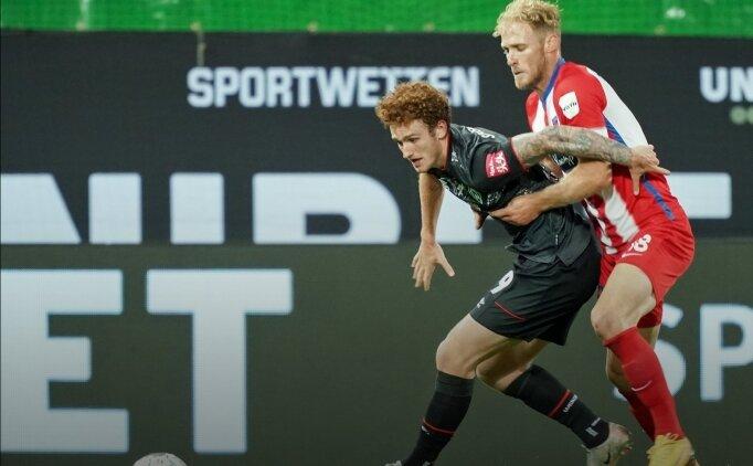 Werder Bremen, Bundesliga'da kaldı!