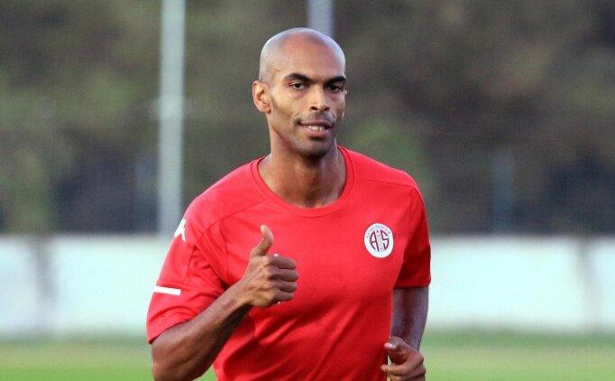 Antalyaspor'un yeni transferi ilk idmanına çıktı