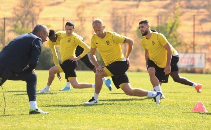 Malatyaspor'da 4 oyuncunun testi pozitif çıktı