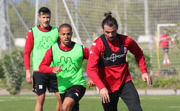 Antalyaspor'da bir futbolcunun testi pozitif çıktı