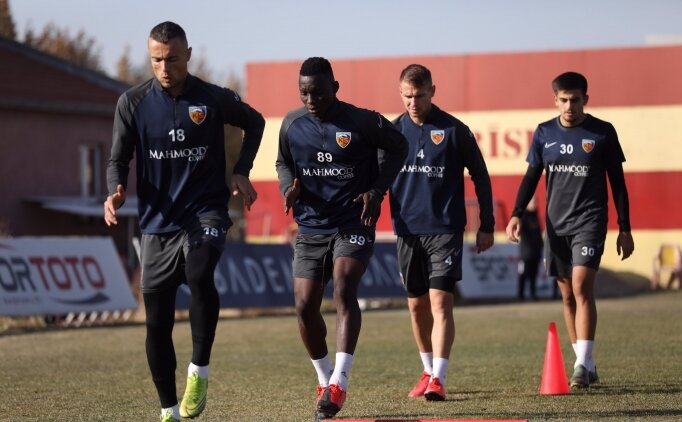 Kayserispor'da 2 futbolcunun Kovid-19 testi pozitif çıktı