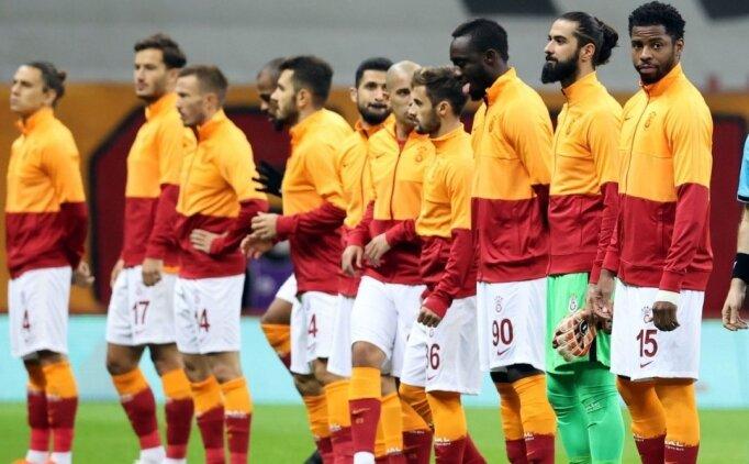 Galatasaray'da bir isim sarı kart sınırında