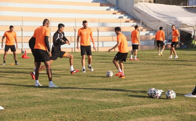 Adanaspor'da 3 futbolcu Kovid-19'a yakalandı