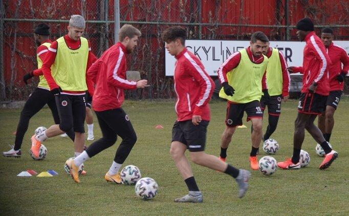 Gençlerbirliği'nde bir futbolcunun Kovid testi pozitif çıktı