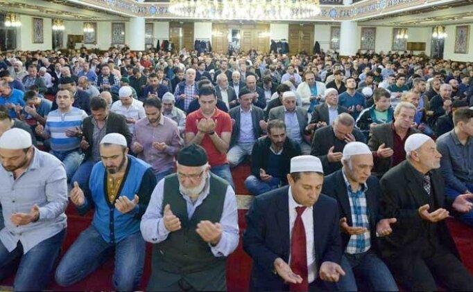 Bayram namazından sonra yapılan dua Arapça okunuşu