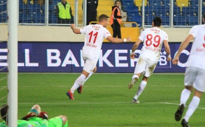 Haftanın kapanış maçında son sözü Podolski söyledi